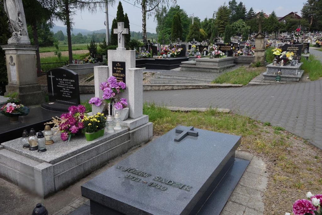 Zdjęcie kolorowe Grób ks. Józefa Sadzika w Sułkowicach