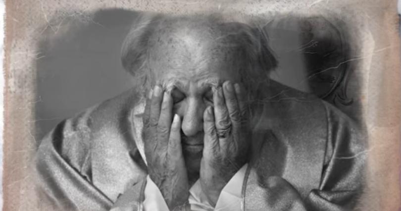 na zdjęciu czarno białym ks. Zdzisław Peszkowski